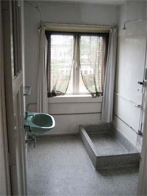 Granieten vloer schoonmaken badkamer