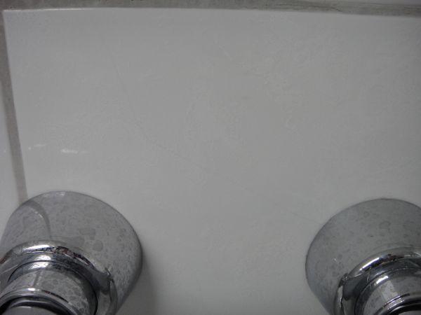 Badkamer In Slaapkamer Vocht : de hoek tussen de 2 muren van de douche ...