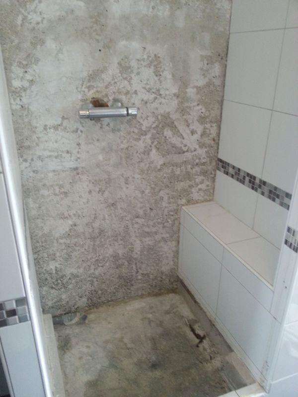 Lekkage douche naar wc beneden en nu - Wc muur tegel ...