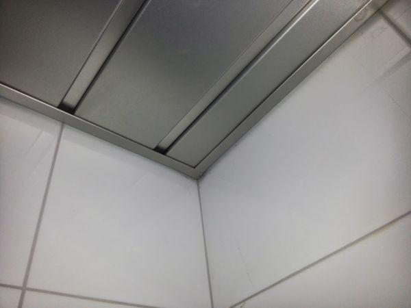 luxalon plafond demonteren hoe krijg ik de kantlijst los