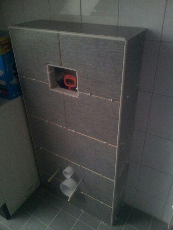 Kitten en voegen ombouw zwevend toilet - Deco toilet grijs en wit ...