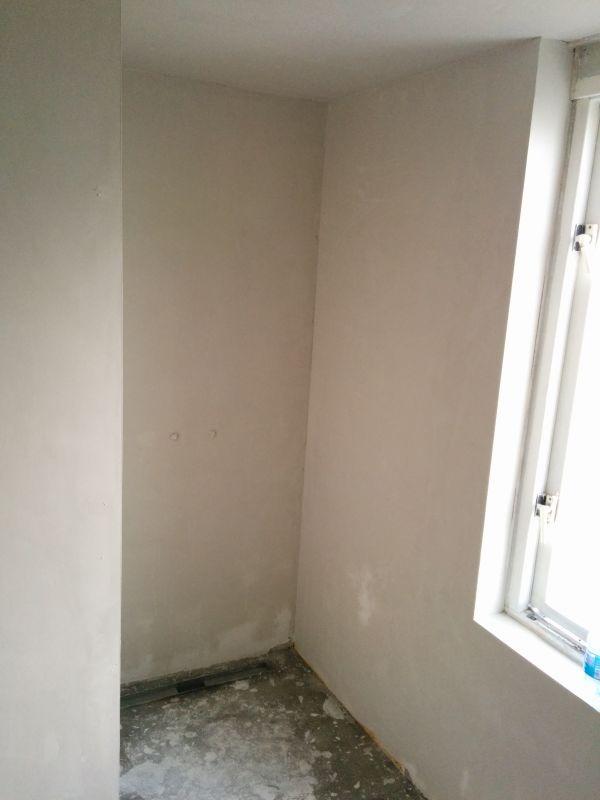 stucwerk betegelde badkamer impregneren