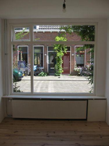 Keuken Plint Radiator : strak tegen die vensterbank aanzetten. Alleen zit die radiator
