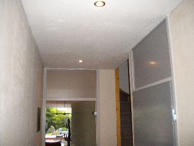 Verlaagd badkamer plafond - Houten lambrisering plafond badkamer ...