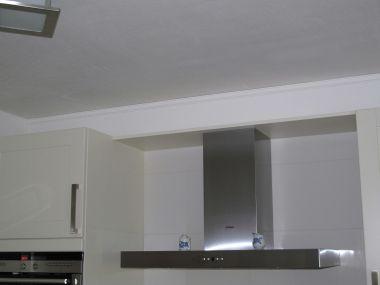 Hoe koof boven de keukenkastjes timmeren - Hoe een keuken te verlichten ...