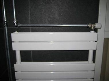 Badkamer Radiator Rvs : Radiator kleine ruimte good witte badkamer met vrijstaand bad