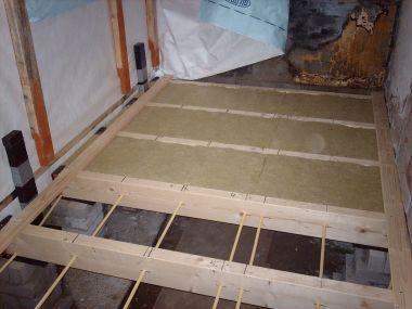 Houten vloer doorleggen onder keuken