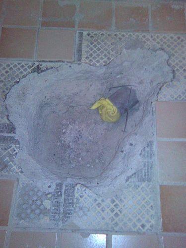 Betonnen vloer uithakken voor easydrain?