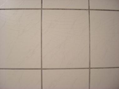 scheuren in tegels badkamer