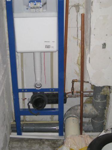 Toilet aansluiten op bestaande afvoer flexibel stuk nodig - Welke kleur in het toilet ...