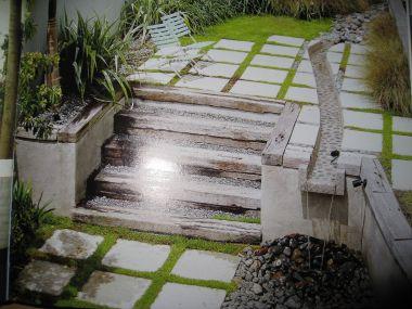 Terrastegels in het gras hoe aanleggen - Dek een terras met tegels ...