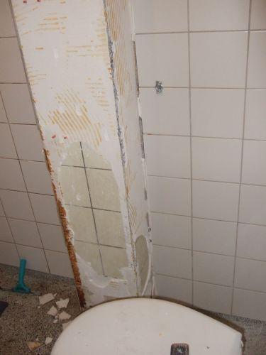 Badkamer betegelen over oude tegels heen in de hal van mijn huis - Betegelen van natuurstenen badkamer ...