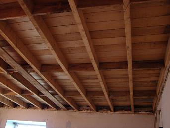 Houten planken plafond