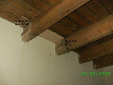 Optrekkend vocht via de buitengevel naar de houten vloer - Houten balkenplafond ...