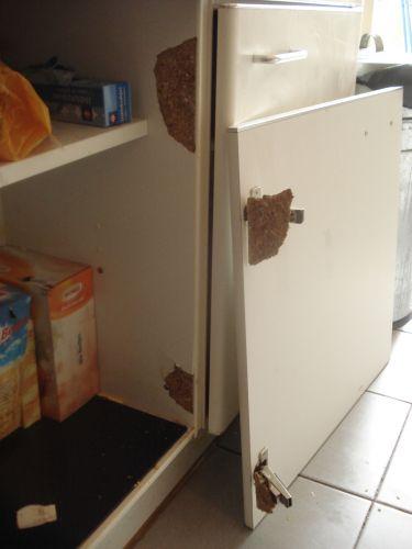 Keukenkast deurtje uit 39 splinterhout gebroken bij schanieren - Keukenkast outs ...