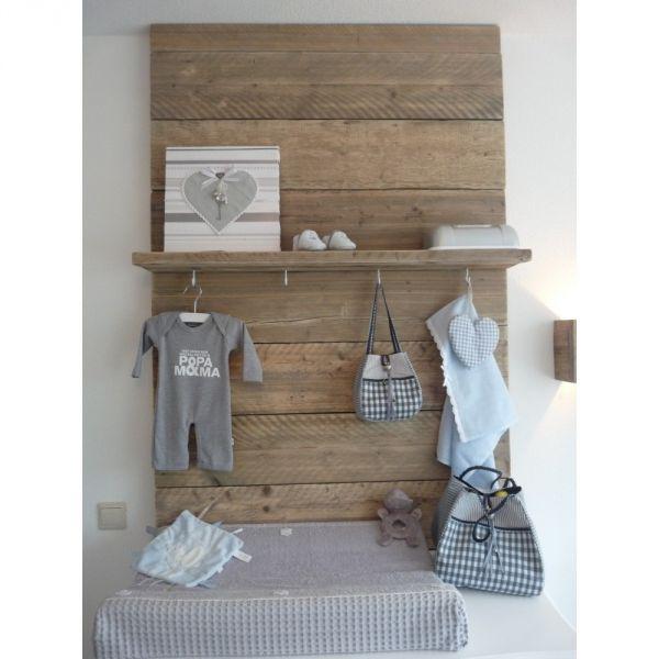 Steigerhout paneel maken en aan de muur hangen - Room muur van de baby ...