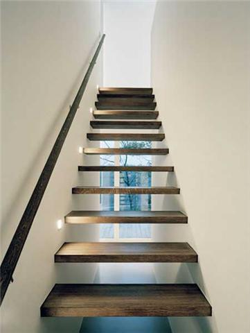 Zwevende trap tussen 2 muren bevestigen - Hoe een trap te kleden ...