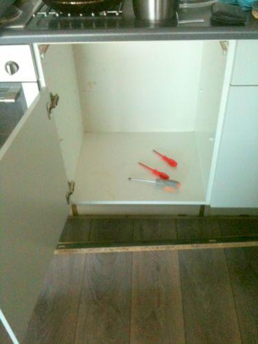 Inbouw vaatwasser in bestaande keuken flexibele slang for Aanrechtblad karwei