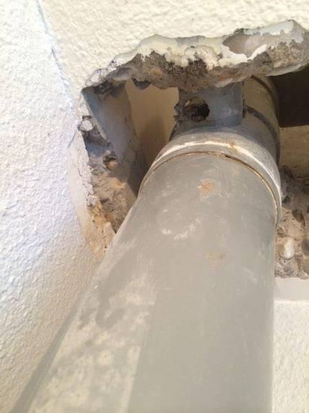 Douche Schuifdeur Rvs ~   genomen vanuit de toilet die zich recht onder de badkamer bevind