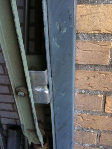 Kaal maken en lakken metalen garagedeur for Trap kaal maken