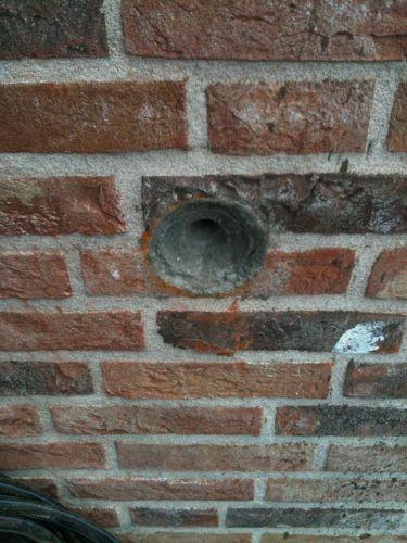 Rond conisch gat in halfsteens muur voor buitenkraan - Buiten muur kraan decoratieve ...