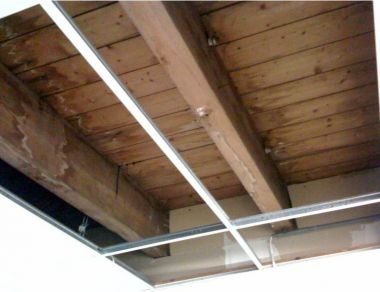 Lcd ophangen aan houten plafond - Houten balkenplafond ...