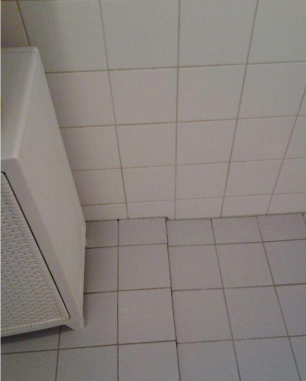 Egaliseren betegelde badkamervloer - Badkamer vloer ...