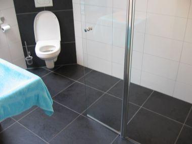 Badkamer lekkende badkamervloer maken inspirerende foto 39 s en idee n van het interieur en - Badkamer vloer ...