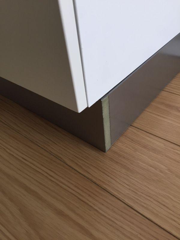 Keuken Plint Rvs : Afwerking hoek RVS keukenplint