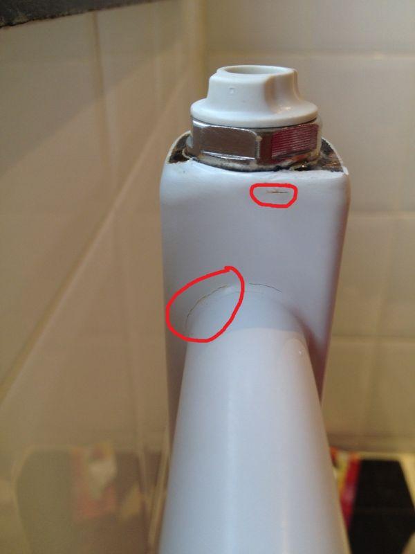 Roest + lekje in radiator badkamer: herstellen of vervangen?