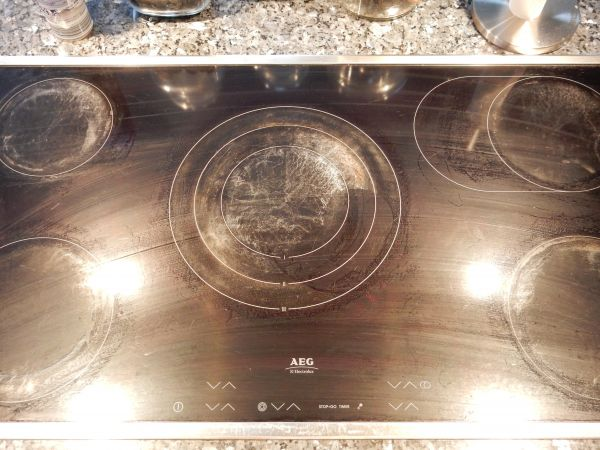 Schoonmaken roestvrij stalen apparaten, tevens glaskookplaat