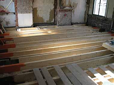 Houten constructievloer verstevigen en egaliseren