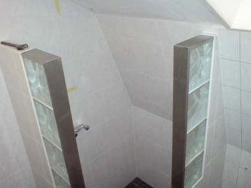 Glasblokken In Badkamer : Zij profiel op kopse kant glasblokken