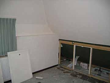 Wand onder schuin dak slopen - Idee kast onder helling ...