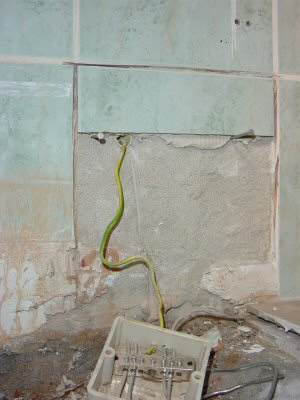 Aarding badkamer aardedraad laten hangen