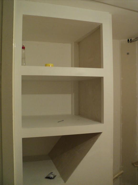 Kast boven je trap opvullen loze ruimte - Planken maken in een kast ...