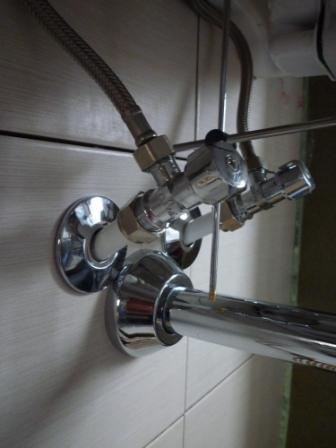 Aansluiting wastafelkraan op flexibele waterleiding for Tuinslang aansluiten op kraan zonder schroefdraad