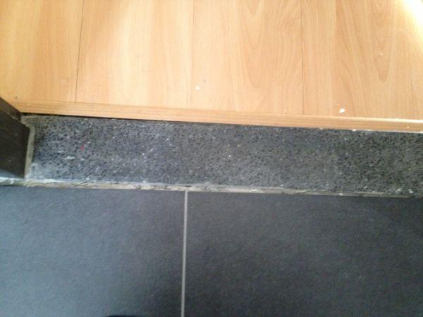 Cement voegen badkamer schimmel badkamer verwijderen mijnkluswijzer lekkage via voegen - Tegellijm keuken ...