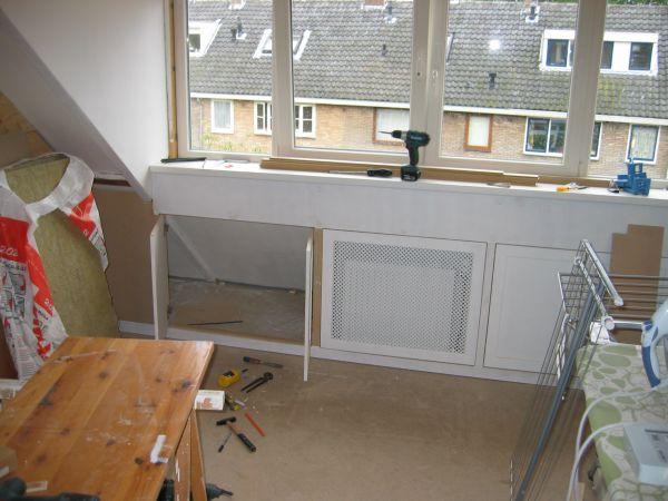 Hele zolder verbouwen dakkapel slaapkamers badkamer - Idee amenagement zolder klein volume ...