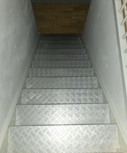 Goede Traanplaat verwijderen van trap *HELP* NU-64