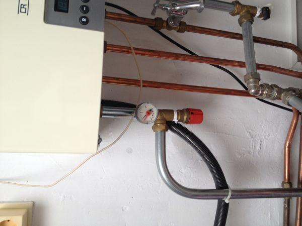 Geliefde Cv ketel lekt - water uit rode ding UN38
