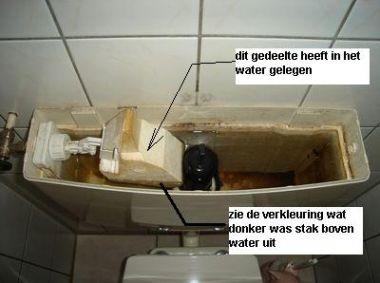 Ouderwetse Stortbak Toilet : Oude wc stortbak u binnenwerk keramische kraan
