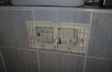 Bedieningspaneel Toilet Universeel : Water blijft lopen in inbouwtoilet