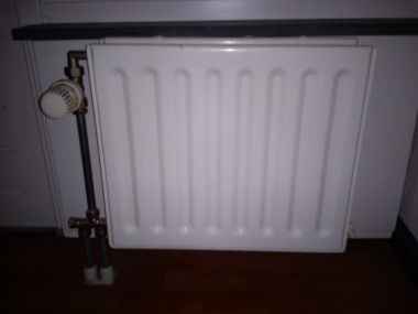 radiator ophangen beugelkwestie. Black Bedroom Furniture Sets. Home Design Ideas