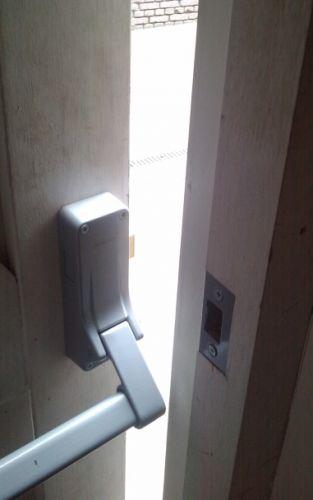 Panieksluiting deur
