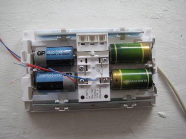 2 solarchargers 4 batterijen en een deurbel - Hoe u een projector te installeren buiten ...