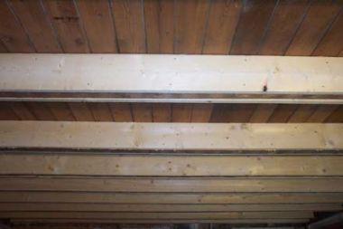 Versterken verlengen vloerbalken van oud huis - Deco oud huis met balk ...