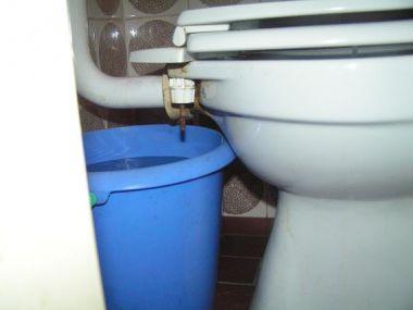 Ouderwetse Stortbak Toilet : Stortbak problemen