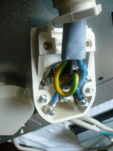 Iets Nieuws Inductiekookplaat aansluiten: 4-aderige kabel op Perilex? JR23