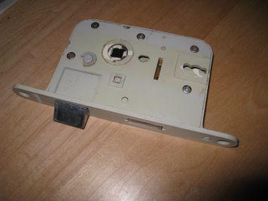 Kastdeuren Zonder Klink Maken Alleen Met Sleutelgatsleutel